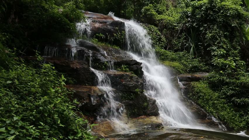 monthathan-waterfall-chiang-mai