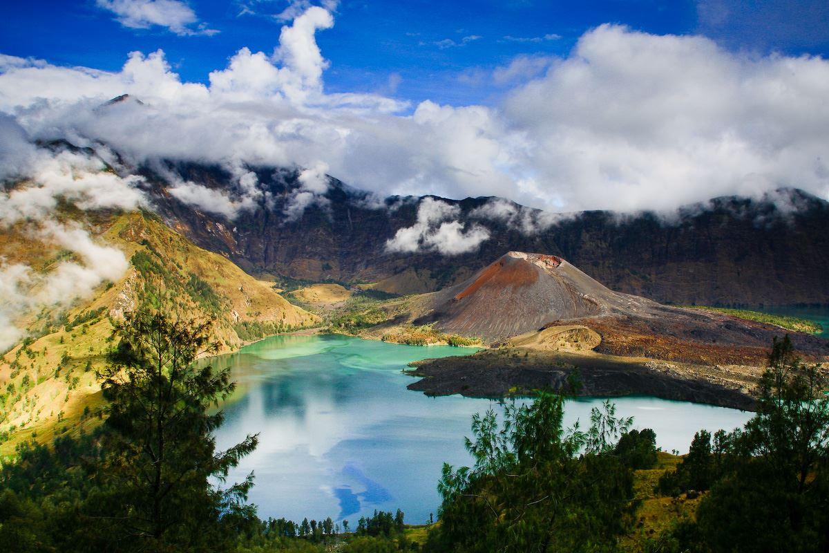 أشهر جبال التسلق في إندونيسيا