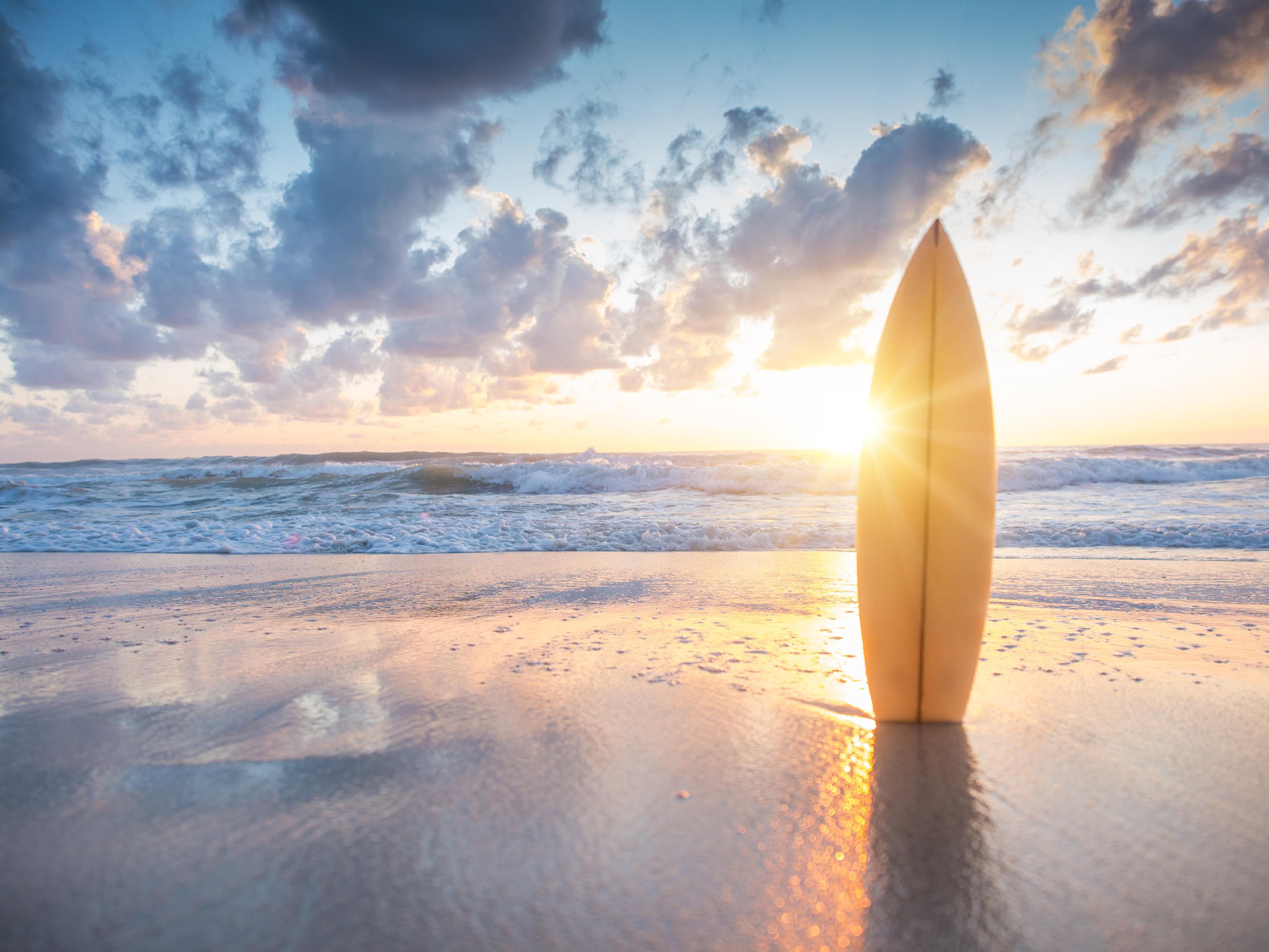 الاستمتاع بركوب الأمواج بالمالديف