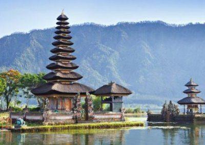 معبد تاناه لوط في بالي