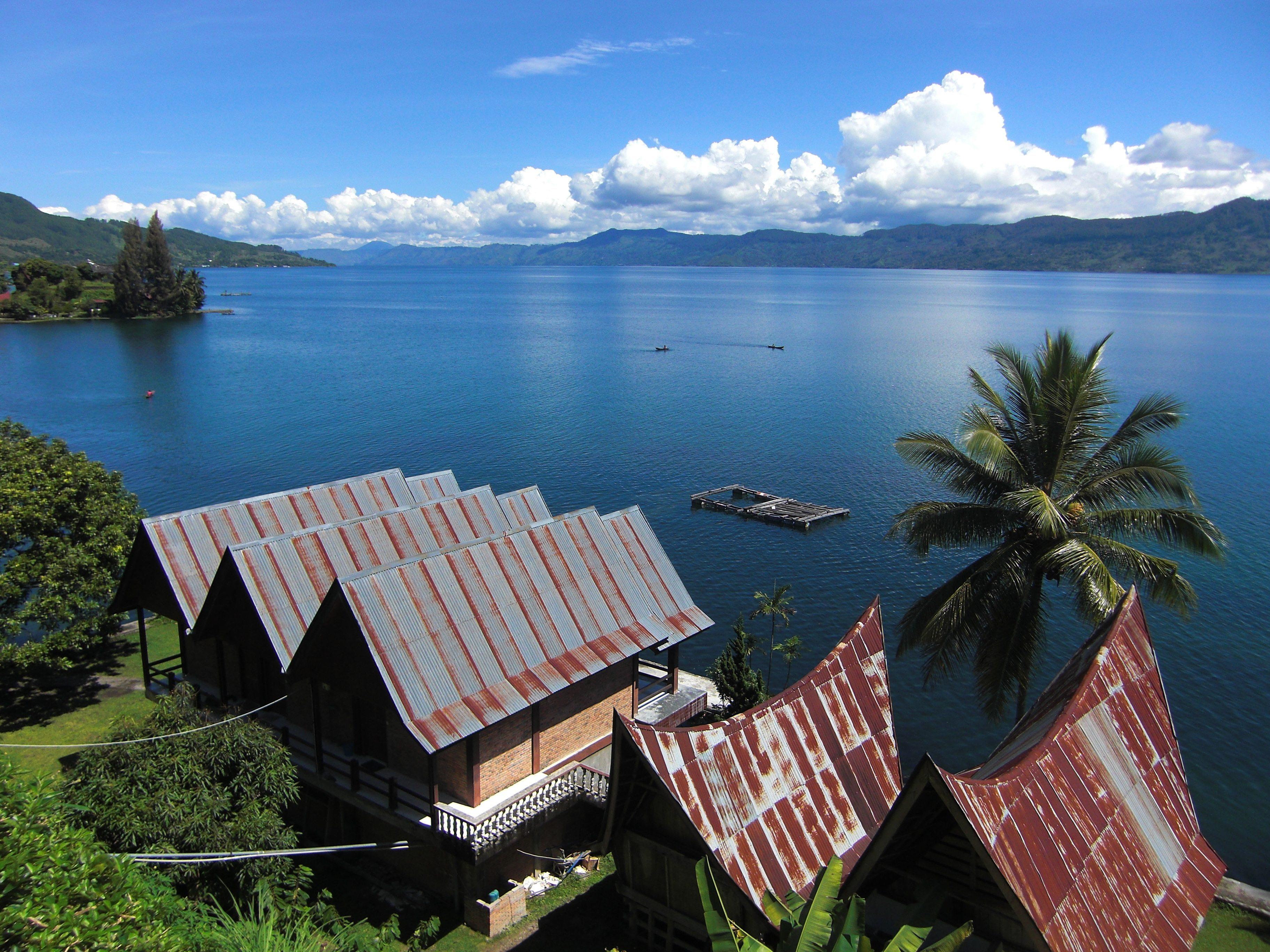 Les meilleurs sites touristiques en Indonésie sont le lac Toba