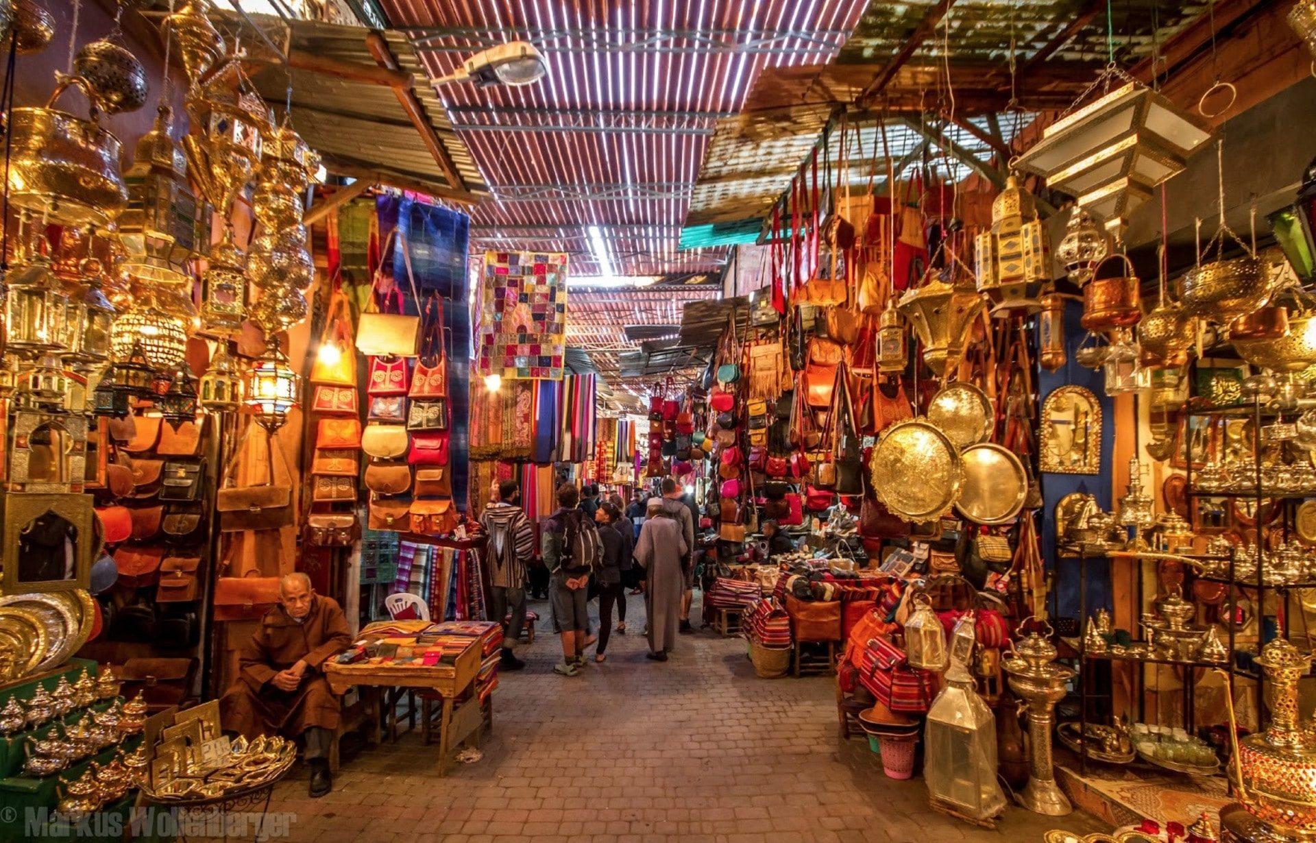 Tour Manama Market